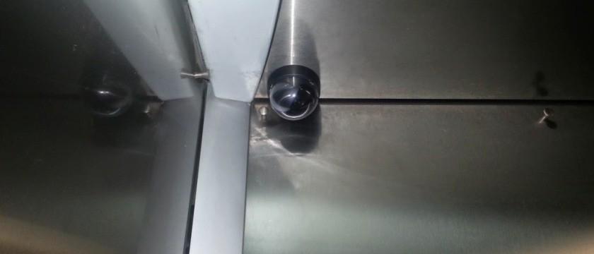 Instalação de câmera de segurança no elevador