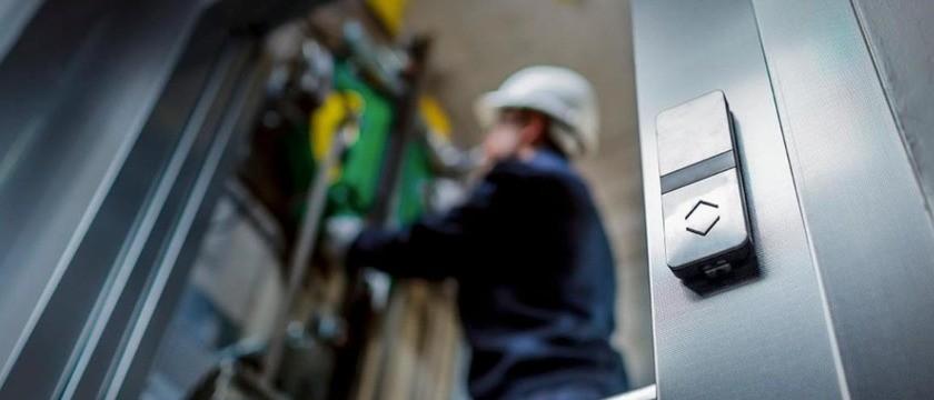 Elevador sem sala de máquinas. Como funciona e quais suas vantagens?
