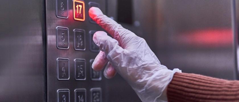 COVID-19: Cuidados necessários ao utilizar o elevador