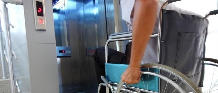 Medidas de segurança básicas e importantes no uso do elevador